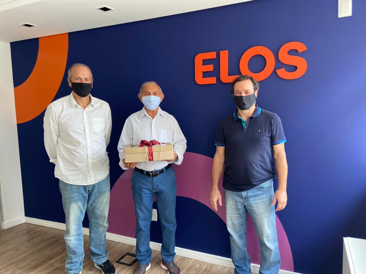 O Diretor da Associação dos Aposentados e Pensionistas da Eletrosul (AAPE), Deusdete de França Saraiva, e o Diretor de Seguridade, Roberto Helou